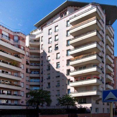 Immeuble d'habitation de 3400 m2 + caves et parkings